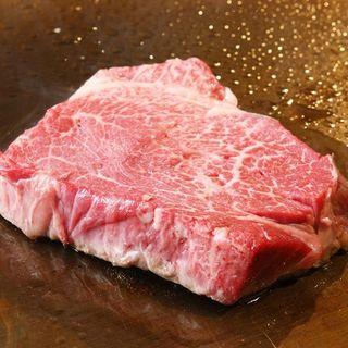 絶品、厳選A5ランク黒毛和牛を鉄板焼でご堪能