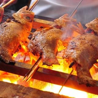 佐渡沖産のどぐろや高級ブランド牛の村上牛など厳選食材を使用