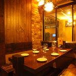 池袋 ビストロ モンパルナス - 6名様掛けのテーブルのお席。