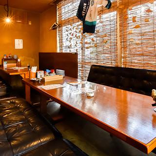 レトロ感あふれる、居心地の良い店内◎ソファ席もございます