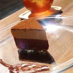カフェ ケシパール - 日替りチーズケーキ 450円(2種のチョコとエスプレッソのティラミス風クリームレア)