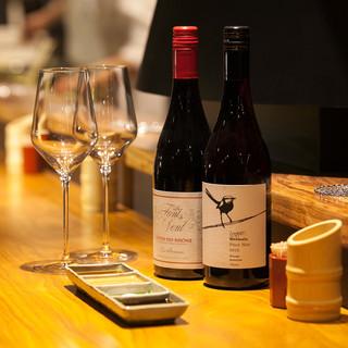 揚げたての串揚げ共に、ソムリエとっておきのワインを味わう。