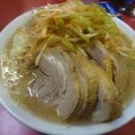ラーメン二郎 - 小豚+辛いネギ。950円       そこまで辛くもないけど、良いアクセントかと
