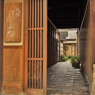 陰影が誘う美食の世界。日本の粋を体現した数寄屋の情緒