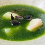 トーキョー シノワ 神子 - 鮮やかな緑が印象的!