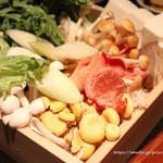 106271664 - しゃぶしゃぶ野菜                       旬な野菜、珍しいキノコ20種類