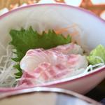 和食処 本陣 - 脂がのった桜鯛のお刺身