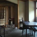 行楽庵 - 窓の向こうは琵琶湖