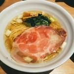 麺処 景虎 - 料理写真:鶏だし塩らーめん!低音チャーシューが良い彩りを添える。