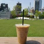 Racines FARM to PARK - アイスカフェ コン レチェ@250円(モーニングセット価格)