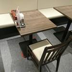 106283166 - お店のテーブル