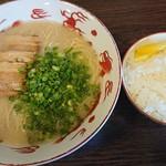 ラーメン臥龍 - 料理写真:トンコツラーメン ¥600 + ごはん ¥160