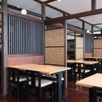 山梨ほうとう 浅間茶屋 - 私達のテーブルから見る店内