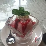 ハモナカフェ - アイスクリーム(イチゴ)