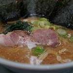 山岡家 - 味噌ラーメン(¥640税込 脂多め、塩梅普通、茹で加減普通でオーダー)