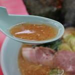 山岡家 - 店内仕込みの100%豚骨スープ