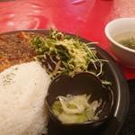 中華バル ゆんろん - 黒麻婆豆腐850円とスープ