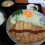 10631239 - とんかつ定食¥1120横一文字のケチャップ
