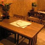四季酒菜 かえん - 大きめのダイニングテーブルを贅沢に4名様で、ゆったりと座れるのでついつい・・・