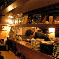 四季酒菜 かえん - カウンターでスタッフとおしゃべりしながらの食事も楽しいですよ。