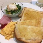珈琲館 - トーストスクランブルモーニング 160円