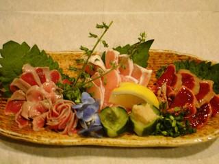 四季酒菜 かえん - 新鮮な鶏のお刺身盛合せ。甘くてとっても旨いんだよね!