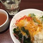 マルゲリータ姫 - サラダバーのサラダとコンソメスープとリンゴ酢ジュース