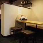 山斗 - 店内(テーブル席)