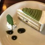 カフェ ド サンク - 抹茶きな粉のケーキ。ソースも抹茶?