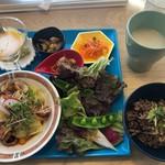 アンチエイジング食堂 ステアーズ - 料理写真:抗酸化野菜たっぷりアンチエイジングプレート+ マイナス2.8歳パフェ 1,900円