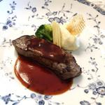 106331087 - 本日の肉料理 / 牛ロースの炭火焼き
