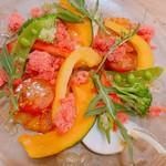 トマトとオクラのブラッドオレンジシャーベットサラダ