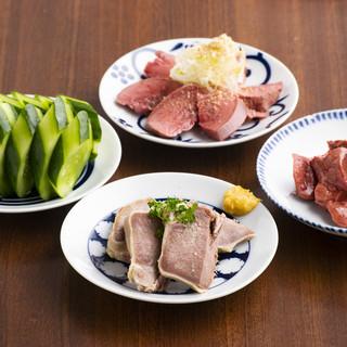 ひと手間かけた小皿料理全品300円(税別)