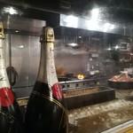 鶏旦那 - モエ&厨房方向