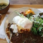まちかど農園カフェ POSTo - 鹿肉のスパイスカレー、黒キャベツスープ付き