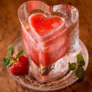 【映えるカクテル♫】氷のグラスで乾杯♫