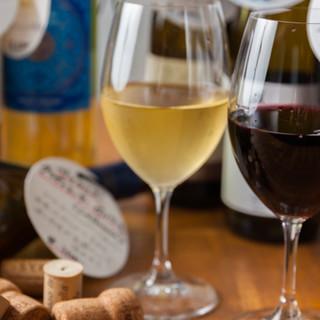 スタッフ厳選◎世界各地のワインをお楽しみください!