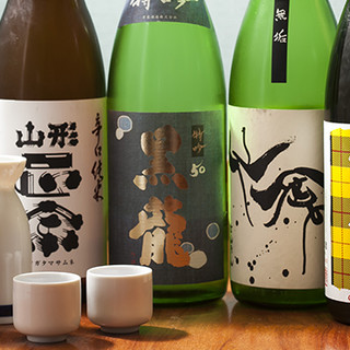こだわりの日本酒や季節のサワーなど、多彩なお飲み物をご用意