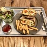 egg baby cafe - Aランチ:エッグ ベイビー サンド with フレンチフライ