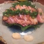 籠ノ島 - さつま赤鶏炙り刺しハーフ 560円(税別)