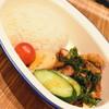 チョップスプーン ガパオキッチン デリアンドキッチン - 料理写真:揚げ鶏のバジルソースかけご飯(780円+税)2019年4月