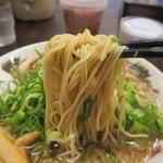 来来亭 - 麺は細麺ストレート