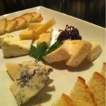 バー レッドローズ - チーズ盛り合わせ