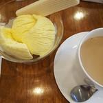 ケールイス - カフェオレとアイスクリーム