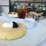 106356128 - サワークリーム&ブラッククレセントパンケーキ