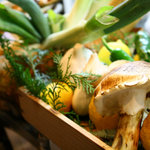 """旨い料理・旨い酒 じょうじ - 再再訪""""店内の新鮮野菜。。松茸もありますね~。"""