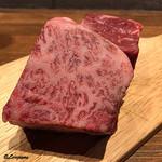 肉バルサンダー - 常陸牛の霜降りロースと短角牛のロース
