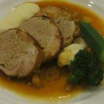 ラ・グラン・ポルト - 鶏もも肉のファルシのロースト ごぼうとエシャロットのソース(ランチAコースメイン)