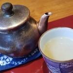 蕎麦 たかま - 蕎麦湯は濃厚でとろみがしっかり。       つゆと合わせると濃厚な蕎麦湯に。