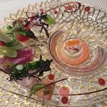 ル レストラン マロニエ - 魚介とホワイトアスパラガスのブラマンジェ・イチゴのキャビア仕立てと カラスミのパウダー添え